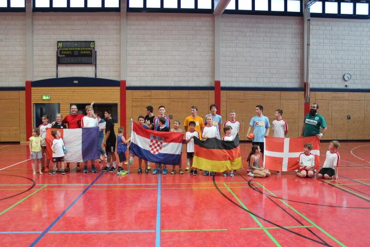 Mini-WM als Abschluss des Handball-Feriencamps 2016